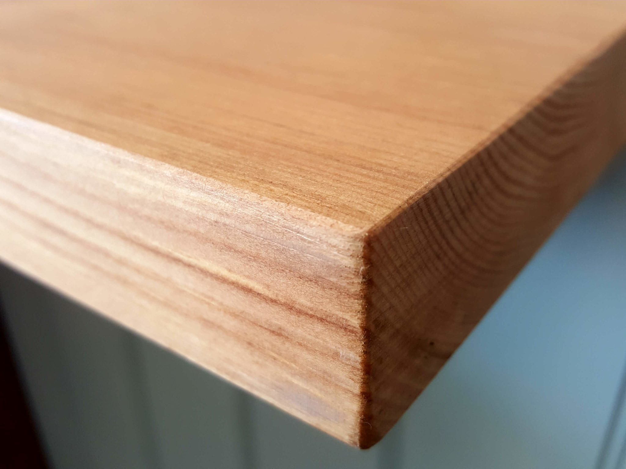 Image showing close up of 25mm square oak top available from Edmunds & Clarke Furniture Bury St Edmunds.