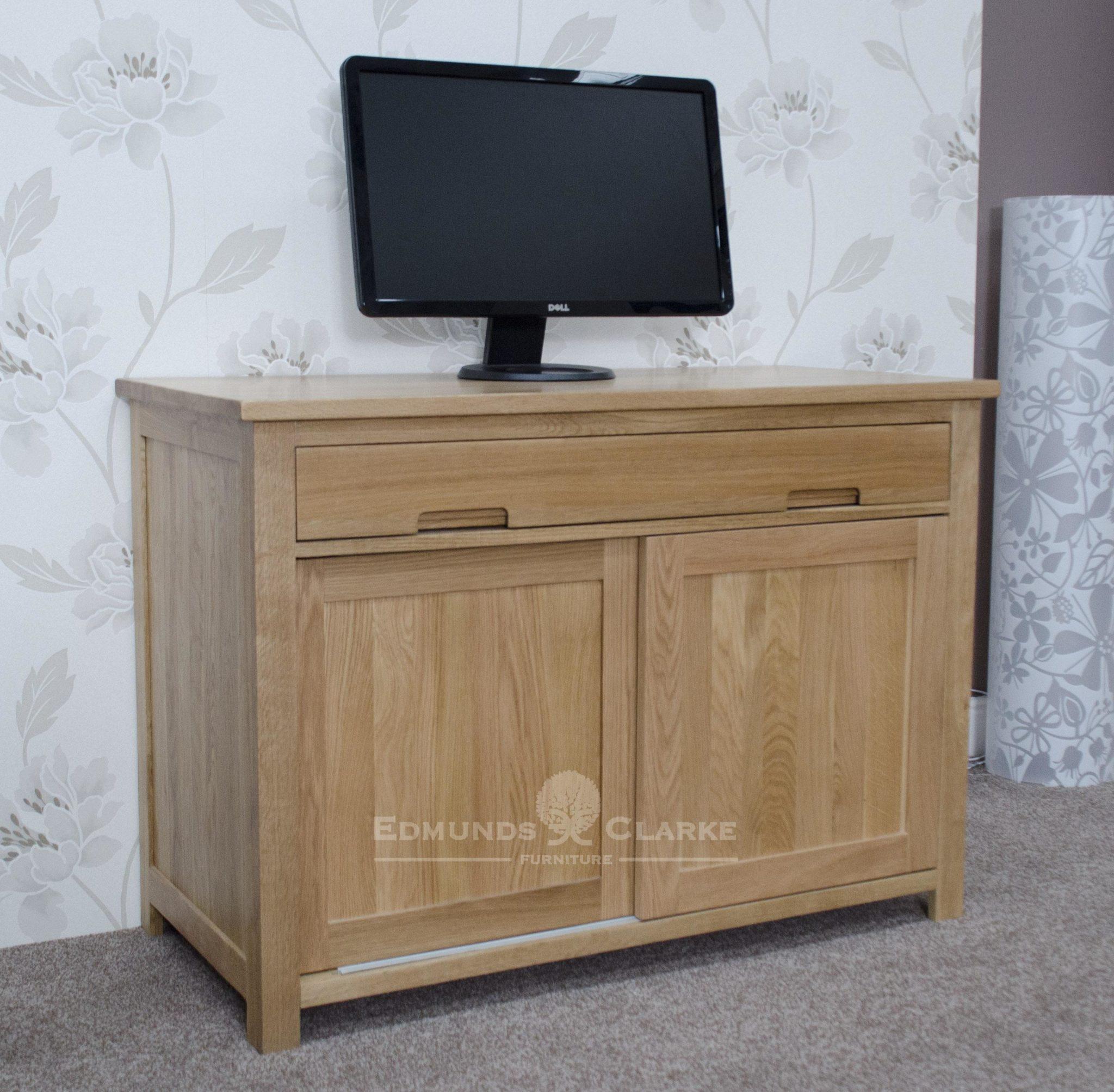 Bury oak home office hideaway hideaway desk , 2 sliding doors with 3 internal drawers with tower storage too.