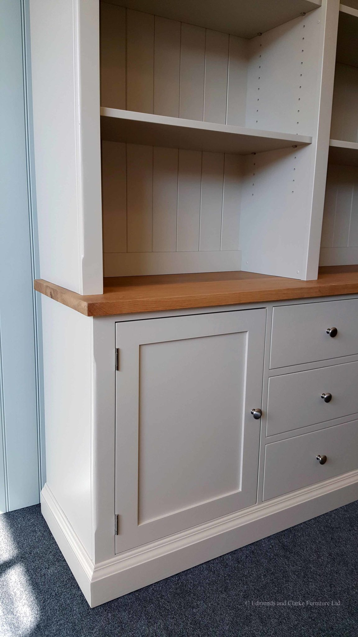 5ft Edmunds Library Painted Bookcase. thick square oak top chrome round patterned premium knobs. adjustable shelves. EDMLBC5