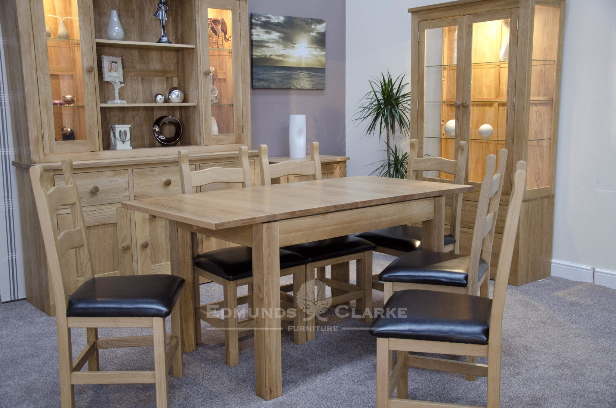 small plain solid oak extending table seats 4 to 6