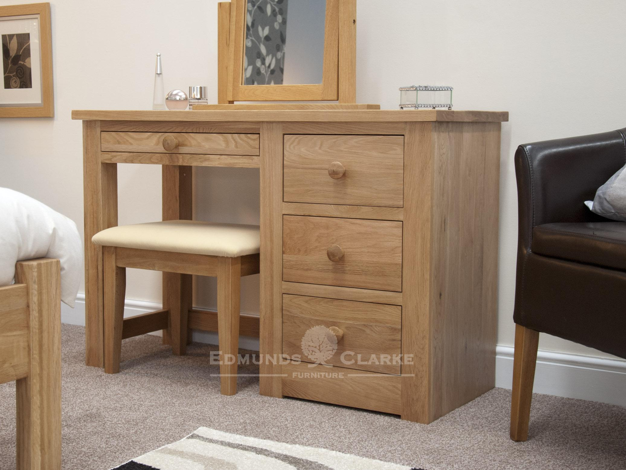 solid oak single pedestal dressing table three drawers on right side jewellery drawer above kneehole, square edge design