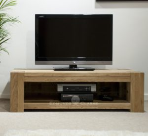 Newmarket chunky solid oak wide plasma television unit one adjustable glass shelf