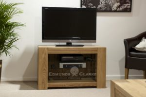 Newmarket solid oak square edge chunky television entertainment stand