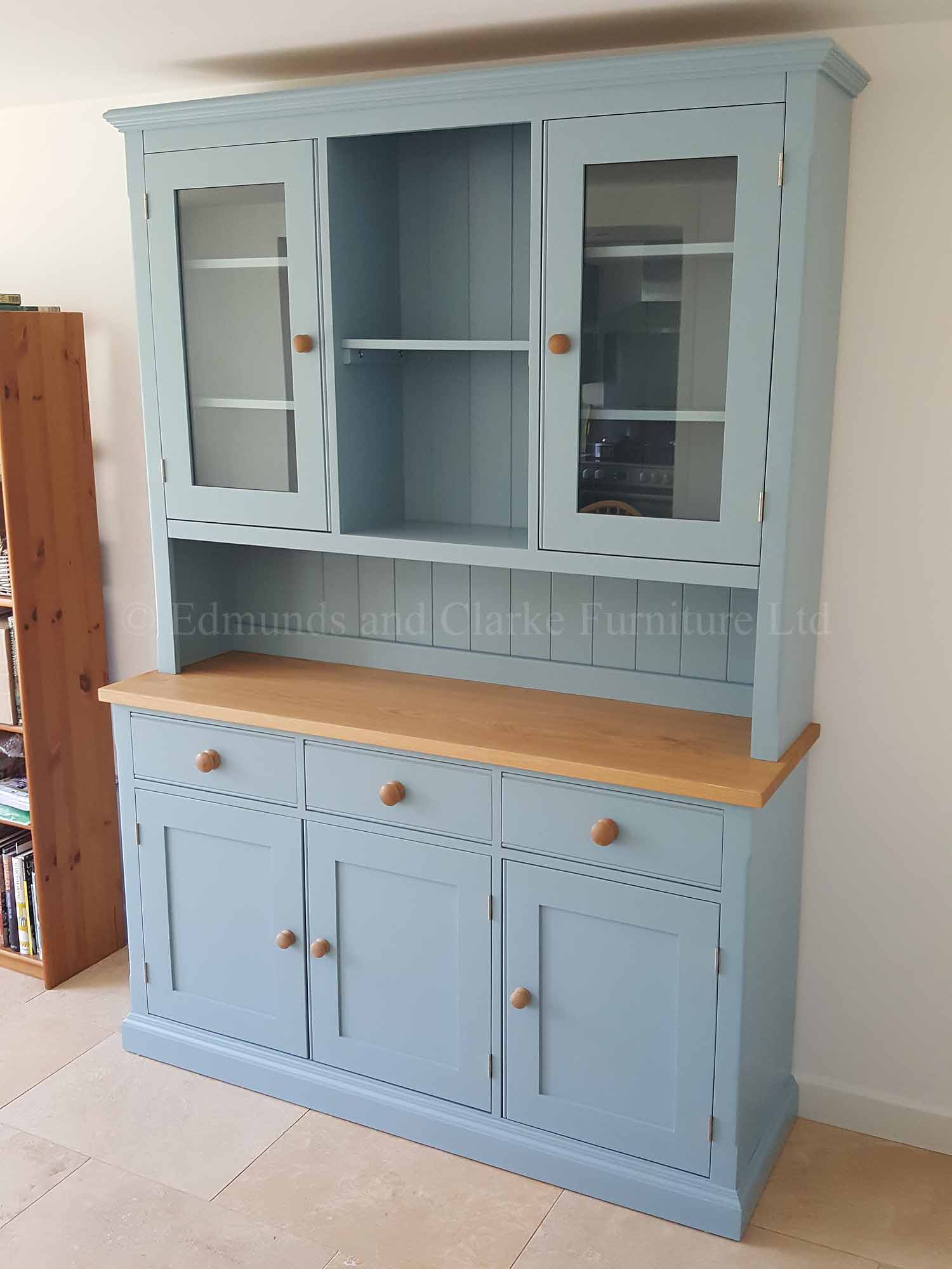 Painted 5ft dresser with glazed doors and open central section in rack