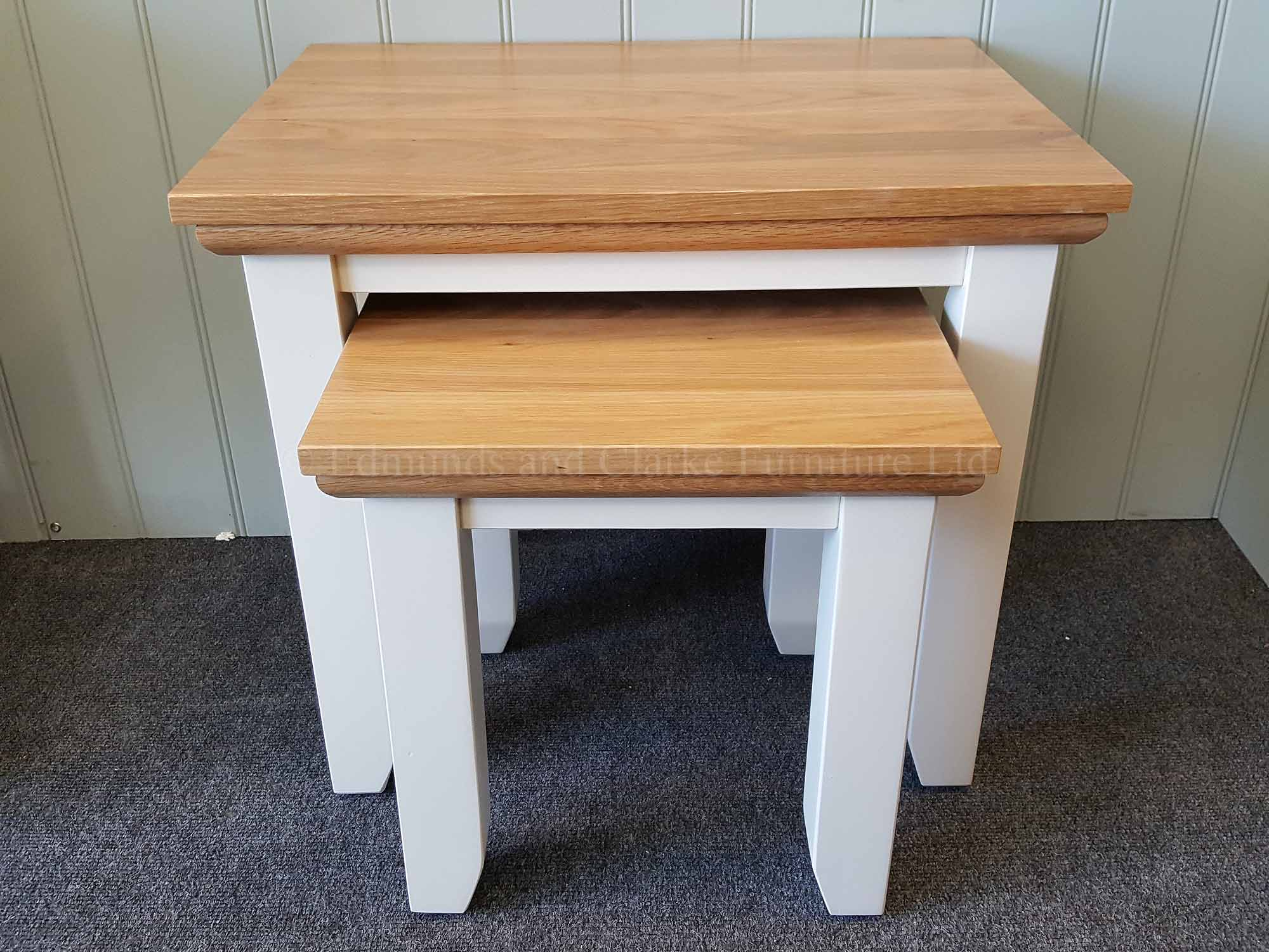 Nest of two tables for the living room painted with a choice of colours, solid oak tops