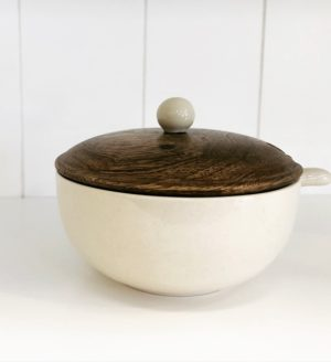 Country Kitchen Smal bowl with wo0d lid and spoon