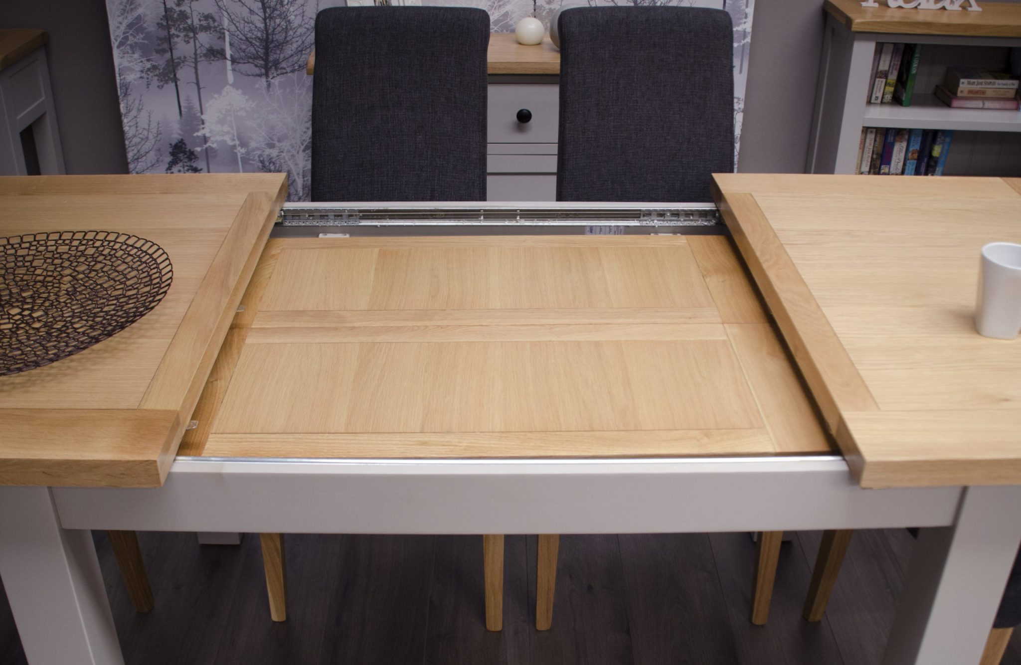 DIAMEDEXT Diamond painted medium extending dining table open with two leaves
