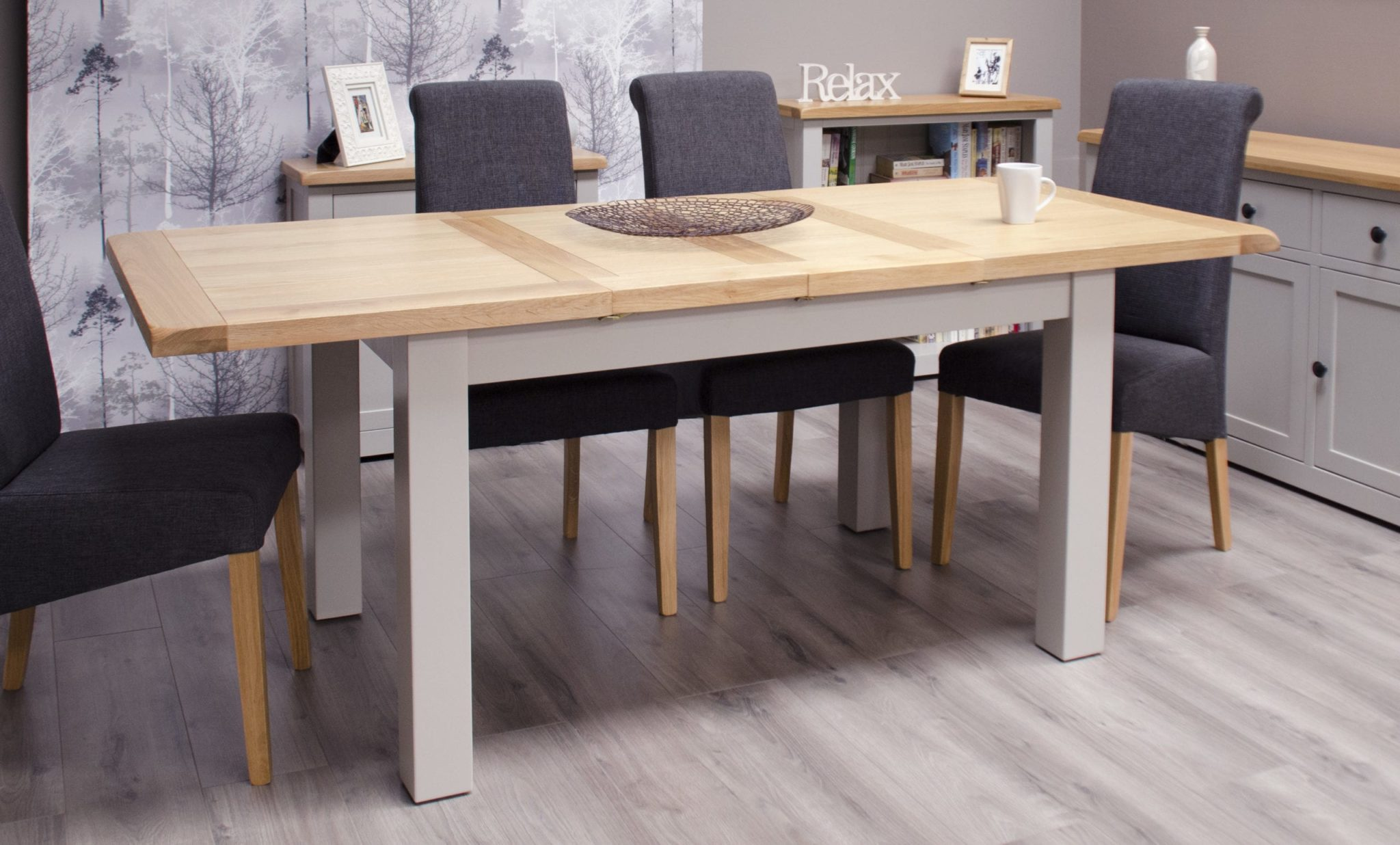 DIAMEDEXT Diamond painted medium extending dining table with two leaves